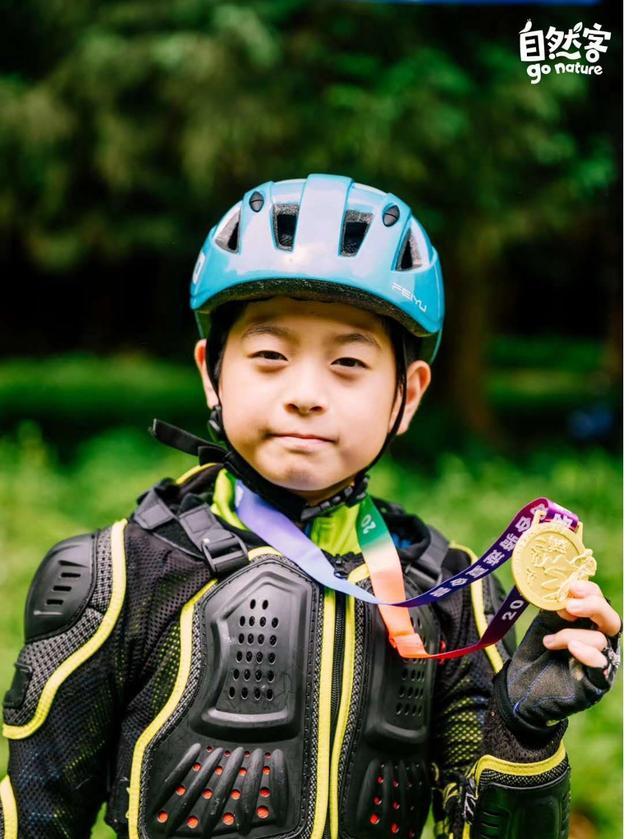 """用车轮丈量世界 5年""""驾龄""""9岁少年的骑行日志-自然客少年说"""