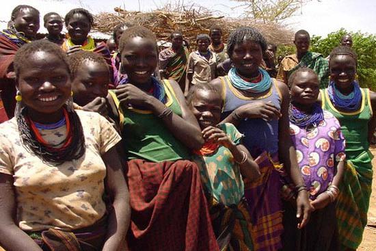 女性不准穿裤子的非洲部落