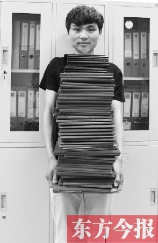 男生4年狂揽65个证书 毕业仍找不到工作(图)
