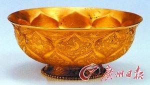 唐代金银器:鸳鸯莲瓣纹金碗