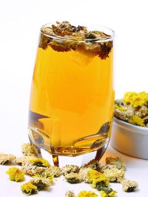 喝菊花茶放冰糖好_喝菊花茶过多伤胃加冰糖有讲究