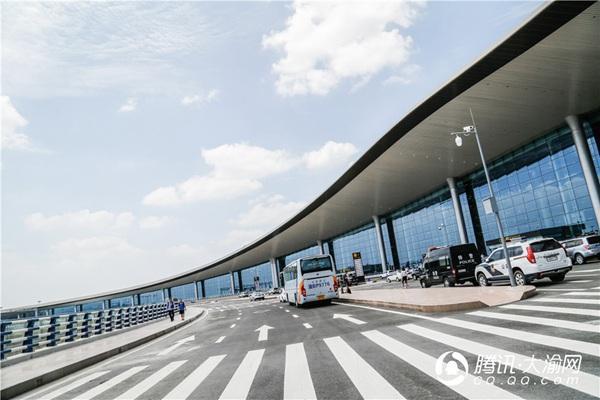 市国资委主题党日走进T3A航站楼 感受智慧机场