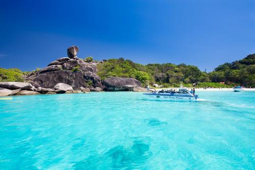 潜水爱好者的天堂 斯米兰群岛遍布珊瑚礁