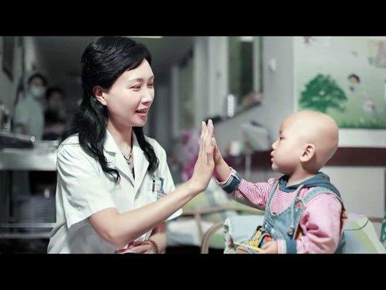 重医儿童医院王珊主任:托起肿瘤患儿的明天