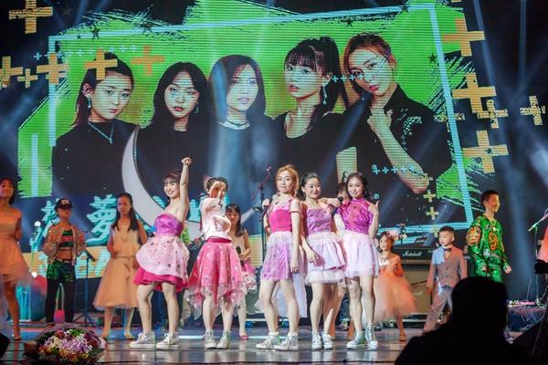 有颜值有才华 本土女子乐队菠萝小姐举办演唱会
