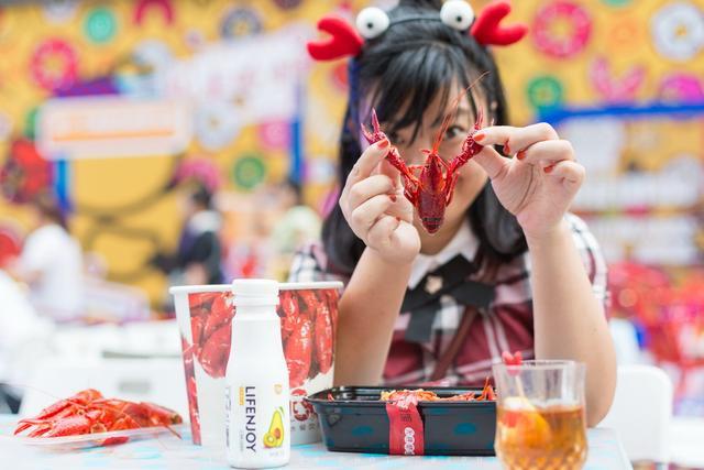 第四届小龙虾节开幕 吃好喝好玩好嗨翻天