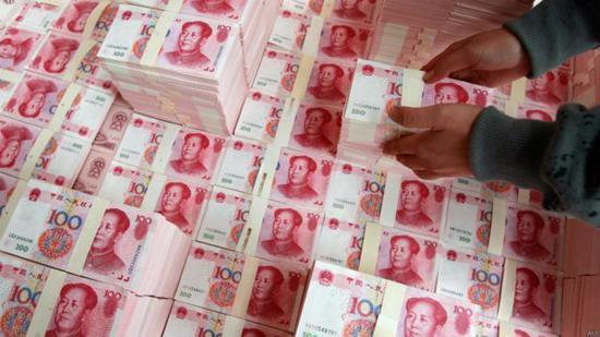 中国大妈抢头条:炒金炒在半山腰 如今又被套哭了