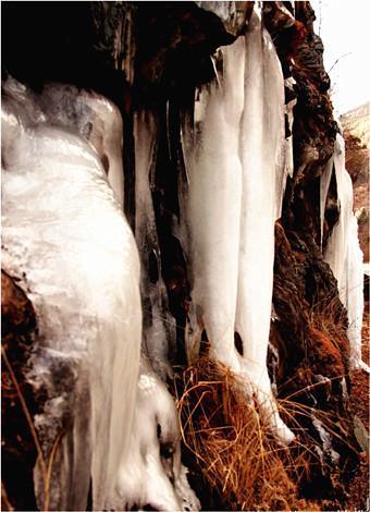 冬游四川:8个最美冰瀑 感受震撼魅力