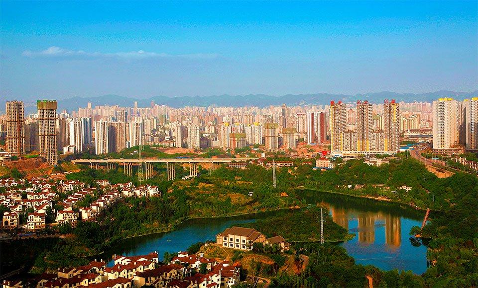 在九龙坡区 一幢幢高楼鳞次栉比 城市的天际线不断被改写 杨孟摄