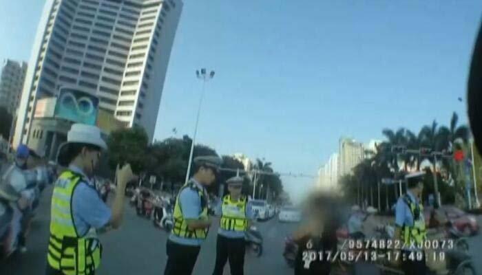 女子抗拒交警执法