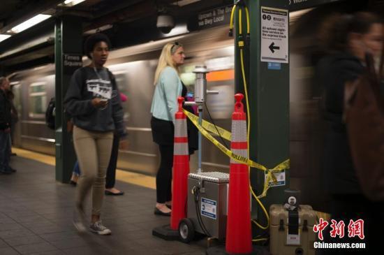 纽约曼哈顿地铁脱轨致34人轻微受伤