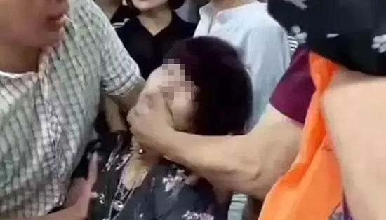 女子受惊吓当场晕倒