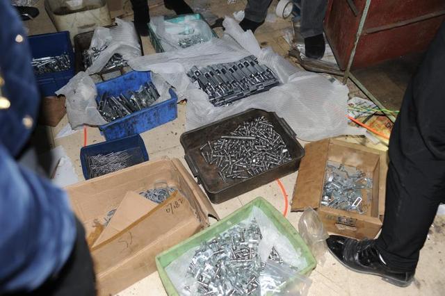警方破获一网络制贩枪支弹药案 缴获超2000个枪支零件