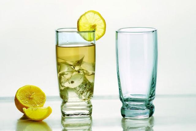 清晨第一杯别喝四种水