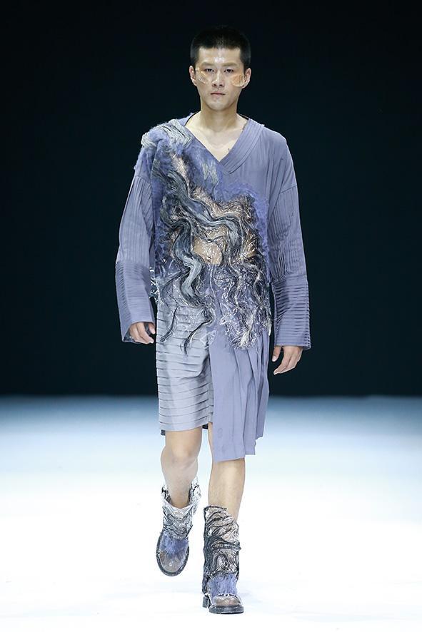川美学生服装设计作品亮相2017中国国际大学生时装周