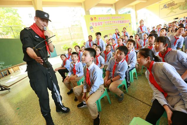 """防坏人避火灾 """"平安课堂""""走进重庆市人民小学"""