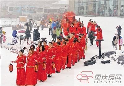 冰雪作证 99对中外新人在仙女山举行雪地婚礼