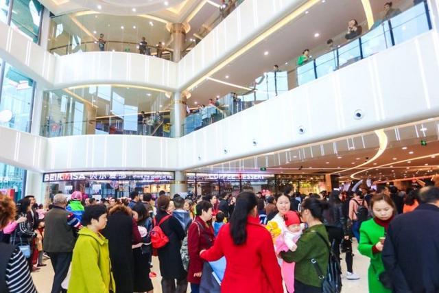 """重庆綦江爱琴海购物公园开业全城市民前来""""打卡"""""""