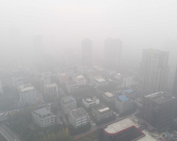 重庆连遇4天大雾 今晨多条高速路再度管制