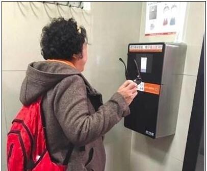 因刷脸科技天坛公厕用纸减半 仍有不足