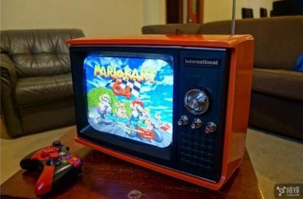 一机多用:达人将古董电视机改造成游戏机