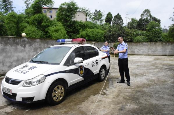 """涪陵大山里的90后民警队伍 常年忙着鸡毛蒜皮""""大案"""""""