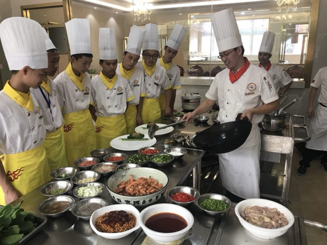 重庆新东方2018专业升级发布会举行 培养餐饮高端人才