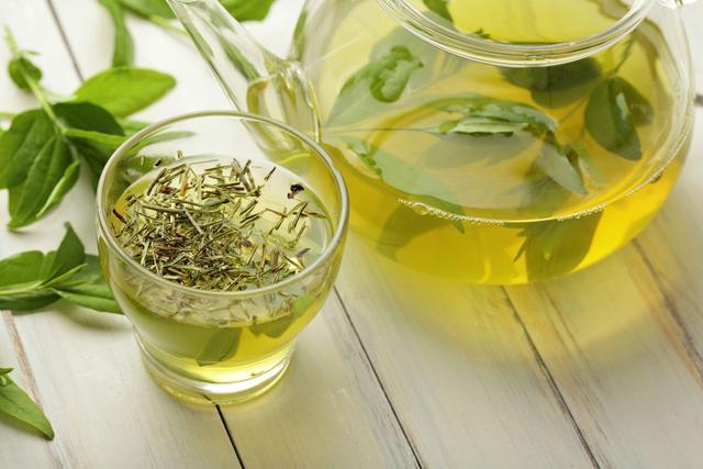 食疗降血压:每天一瓣蒜 多喝二子茶