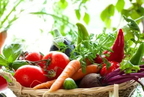 少吃这4种食物 每吃一口都在催你老!
