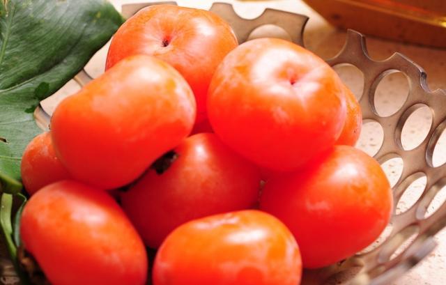 秋天的柿子是天然醒酒药  一种吃法更养人