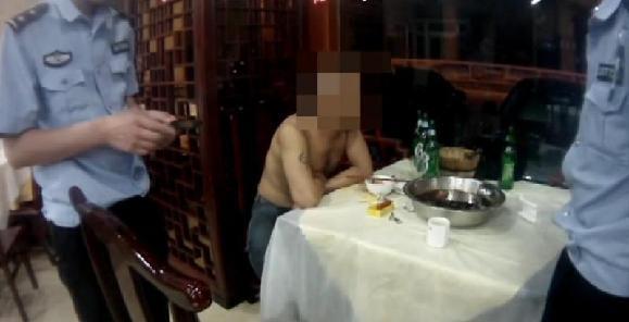 男子身无分文吃霸王餐还嚣张让店主报