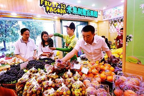 深圳百果园入渝联手超奇开百店 买水果可以无条件退款