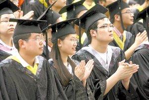 毕业典礼妙语赠学生 重大校长成了红人