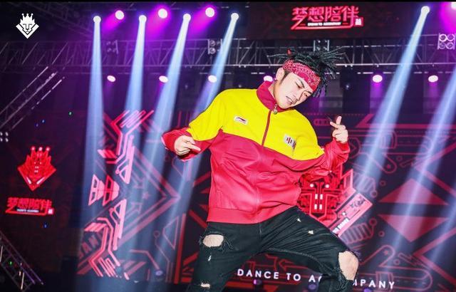 街舞界大咖齐聚重庆千人流行舞蹈展演会