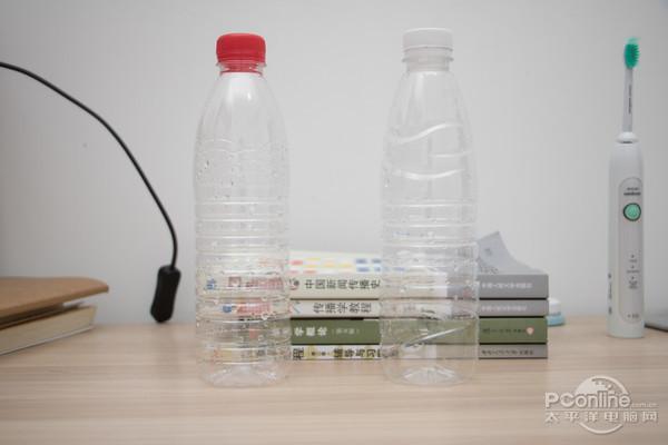 首先,找到两个空的矿泉水瓶.图片