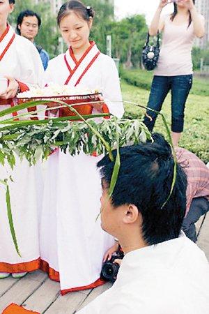重庆端午游 汉服祭祀有旧风
