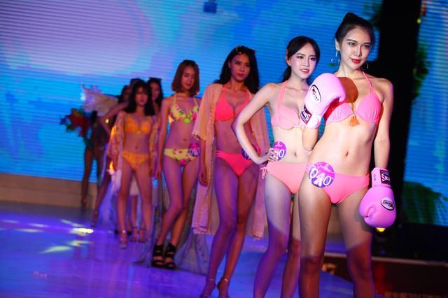 美女穿泳装PK 13名选手顺利晋级挺进决战