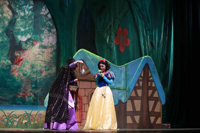 送给孩子的暖心春节礼物 经典童话剧《白雪公主》