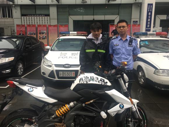 男子偷摩托骑行丽江 钱花光了先卖车再打工