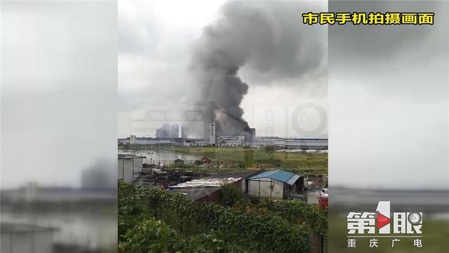 双福新区东风小康一车间突发大火 未造成人员伤亡