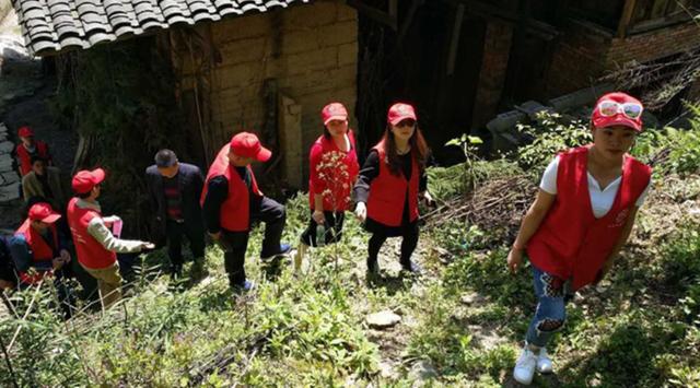 """石柱:""""志愿者基金""""首次走进贫困村"""