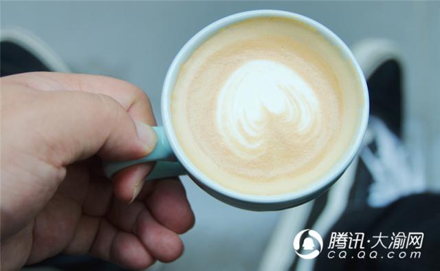"""二厂的头牌网红!不仅卖咖啡 还一本正经的玩""""性冷淡"""""""