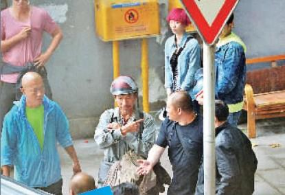 刘德华民工打扮 重庆闹市拍《失孤》