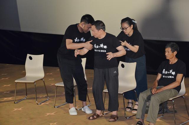 纪录电影《最后的棒棒》重庆首映 同名剧曾获国产纪录片最高分