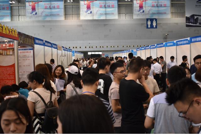 8000余名求职者入场找工作 求婚策划师成热门岗位