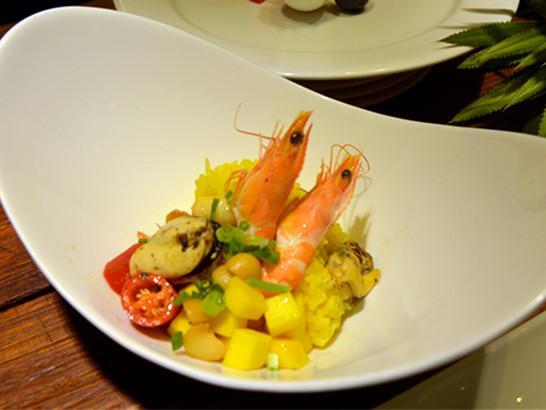 重庆城中的度假酒店 到天来邂逅夏威夷风情美食