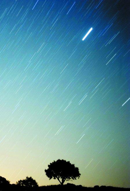 周三晚上一起去看流星雨 26日看金星合月(图)