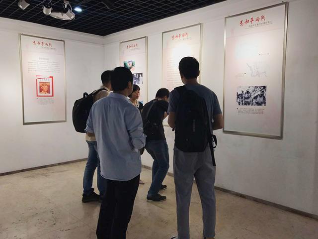 《抗战中在重庆的国际友人》图片展开展