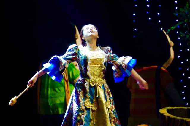 打开艺术之门——儿童剧《爱丽丝的魔幻奇缘》