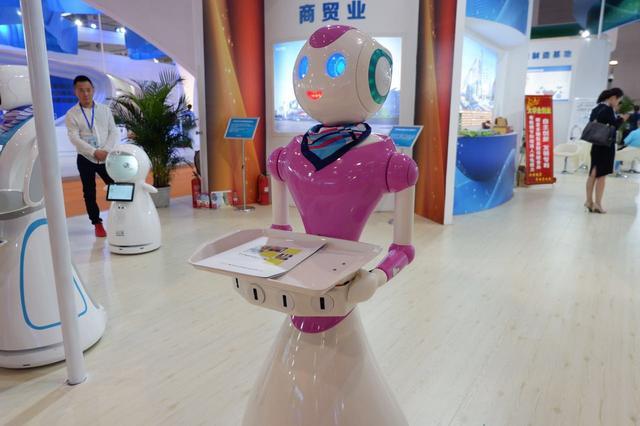 """女仆机器人为你端茶送水 正宗""""洋货""""亮相渝洽会"""